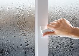 Pochemu poteiut plastikovy`e okna